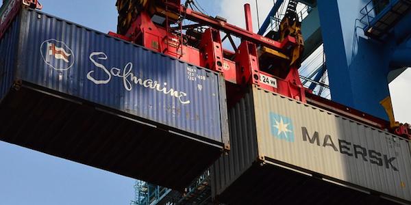 貿易業界唯一の国家資格である「通関士」資格とは