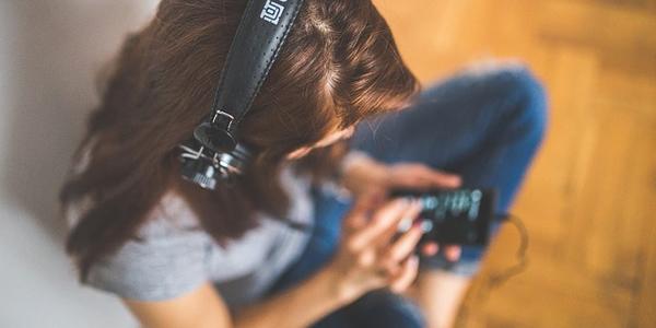 資格合格コラム 「聴く学習」でスキマ時間を活用し、学習を習慣化させる