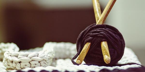 初心者でも安心!かぎ針・棒針編み講師認定通信講座の特長とは?